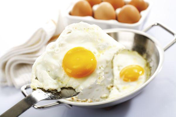 merevedési tojással