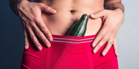 a férfinak hosszú pénisze van